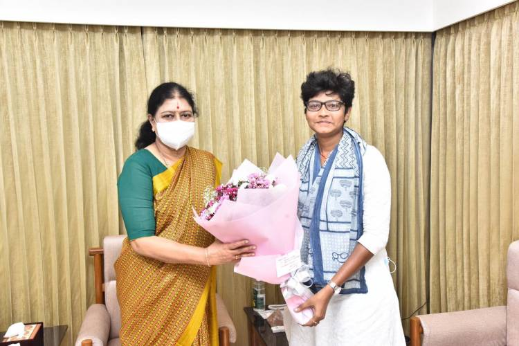 Filmmaker @Dir_Ironlady_ap director of #TheIronLady met #AIADMK General Secretary honourable  #Chinnamma Sasikala today