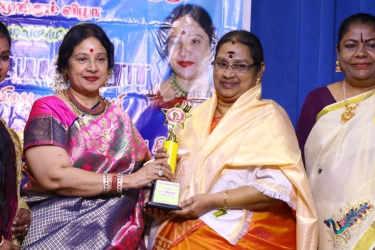 சாதனை பெண்களுக்கான விருது வழங்கும் விழாவில் பங்கேற்ற இயக்குனர் தயாரிப்பாளர் கலைமாமணி டாக்டர் ஜெயசித்ரா அவர்கள்