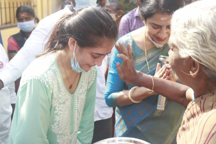 MNM star campaigners Ms. Suhasini Maniratnam and Ms. Akshara Haasan receive overwhelming support from the people of Amman kulam and Ma. Na. Ka. Street.